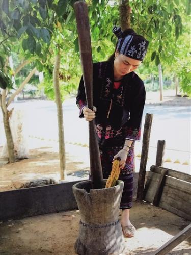 海南黎锦技艺传承人符林早:作品要有工匠精神