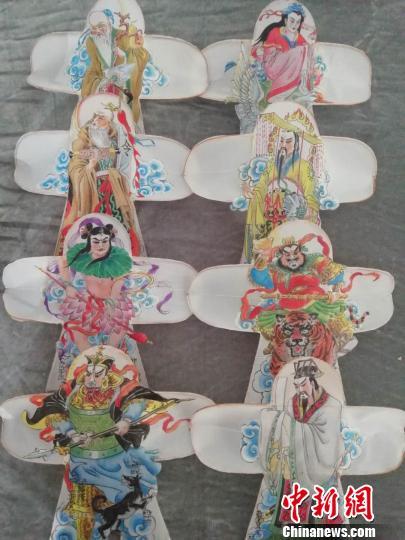 武汉老艺人手扎风筝30余年 传承传统文化