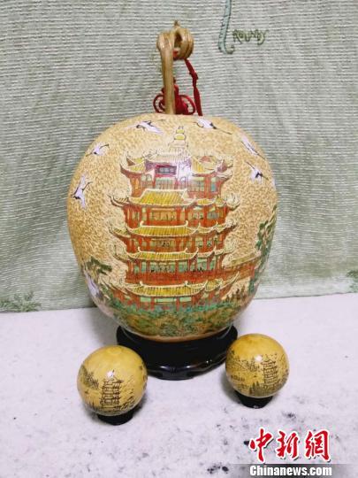 78岁艺人25载推出3000余件葫芦雕刻作品