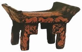 古色古香的春秋战国墓出土漆木俎